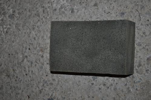 Éponge de carreleur pour nettoyer les joints lors de la pose du carrelage